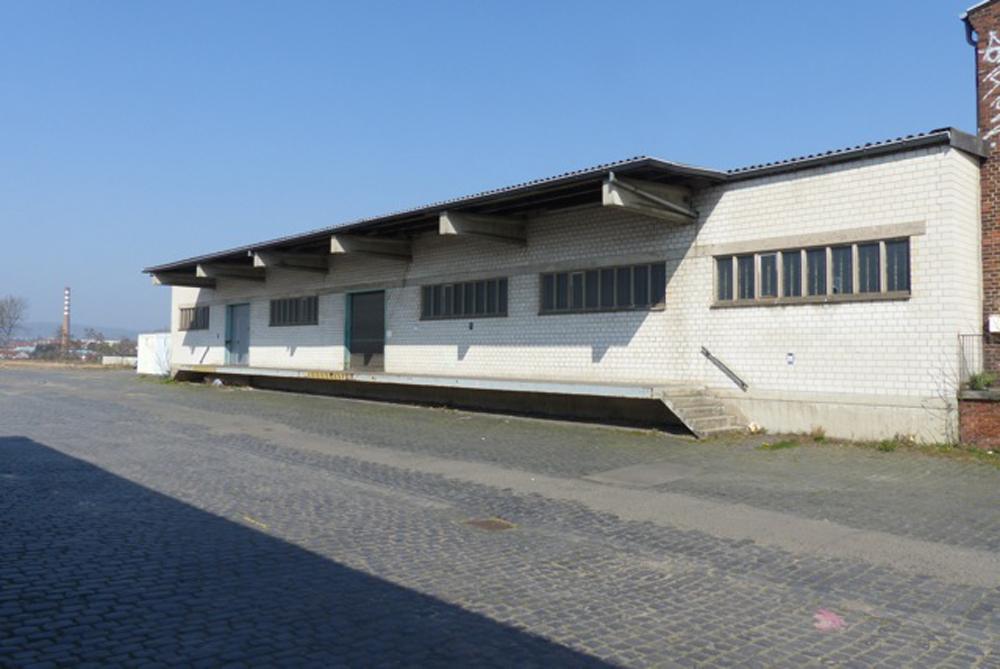 bahnhofsgebäude_weiß_P1050264